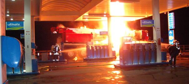 03.01.2012 – Fabrikneuer Kran brennt auf der Tankstelle