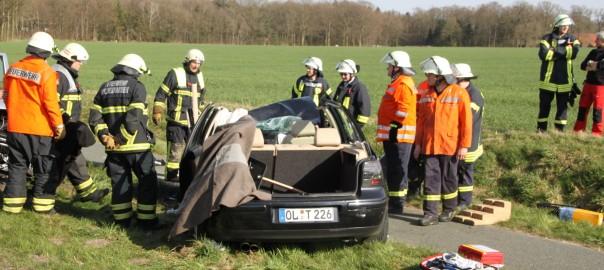 15.04.2015 – Verkehrsunfall mit eingeklemmter Person