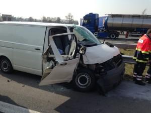 B_Bakum Verkehrsunfall Autobahn Bild FF BAK 01-15-1