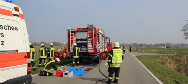 10.04.2015 – Schwerer Verkehrsunfall, Pkw landete im Straßengraben