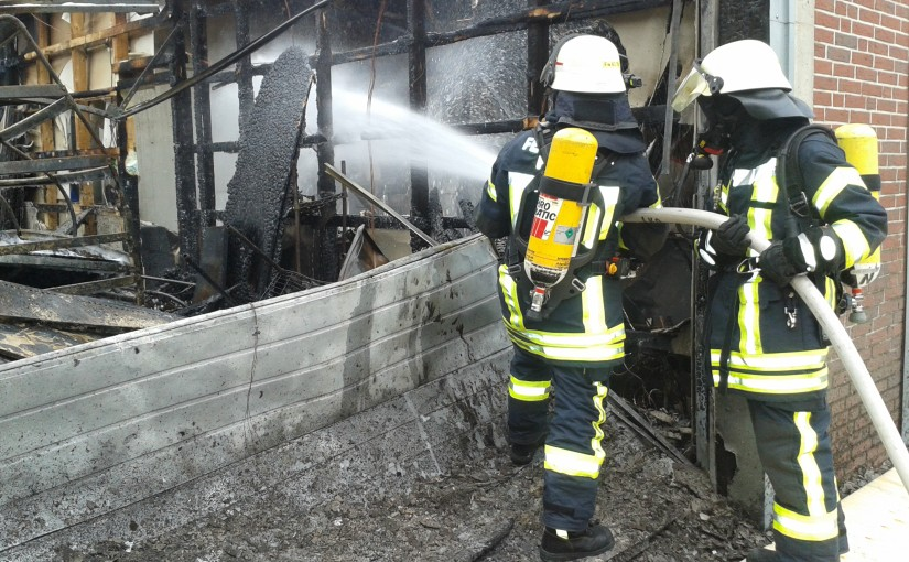 14.05.2015 – Autowerkstatt geht in Flammen auf