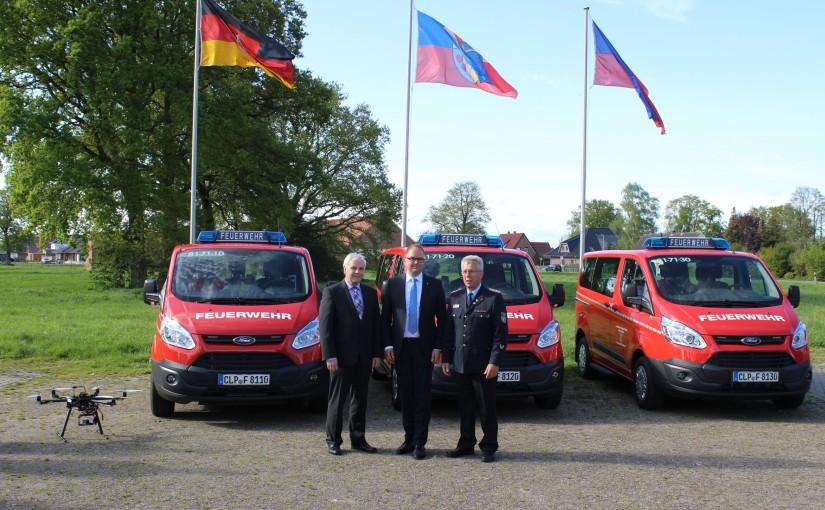 13.05.2015 – Drei ABC Einsatzfahrzeuge an die Kreisfeuerwehr übergeben