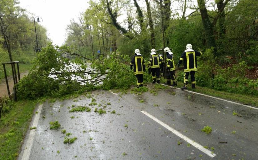 05.05.2015 – Gewitter über Landkreis Oldenburg verursacht zahlreiche Feuerwehreinsätze