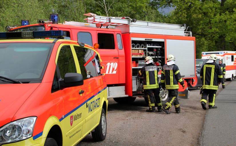 20.05.2015 – Feuerwehr befreit eingeklemmte Fahrerin aus Pkw