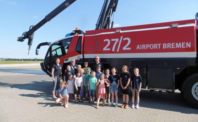 11.06.2015 – Kinderfeuerwehr besucht Flughafenfeuerwehr