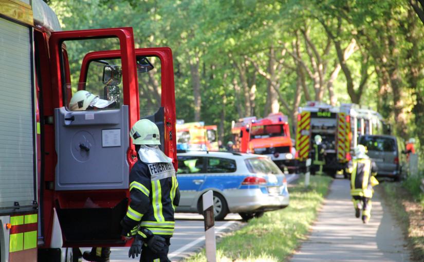 05.06.2015 – Autofahrer nach Verkehrsunfall eingeklemmt