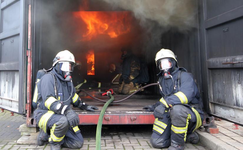 11.07.2015 – Dötlinger Feuerwehren trainieren in der Rauchdurchzündungsanlage