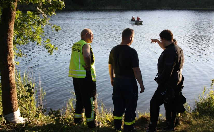 01.07.2015 – Bei Übungsfahrt mit Pkw in den See gefahren