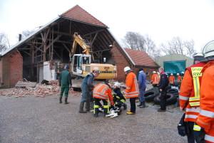 172-2-50 B_BRA_Niklas zerstört Bauernhaus_Wk