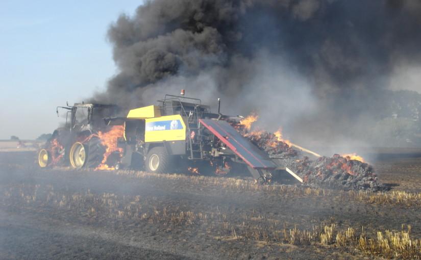 17.07.2015 – Landwirtschaftliche Maschinen durch Brand zerstört