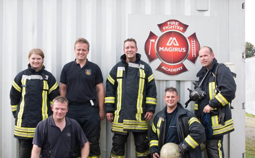 29.09.2015 – Heißausbildung, Feuerwehrkräfte üben unter realen Bedingungen