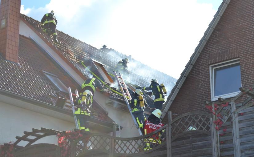 30.09.2015 – Wohnungsbrand führt zum Großeinsatz der Feuerwehr