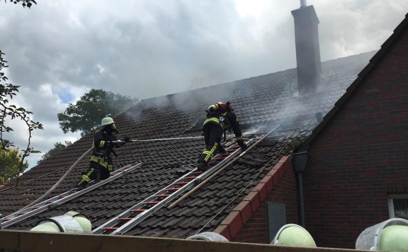 18.07.2015 – Dachstuhlbrand eines Zweifamilienhauses