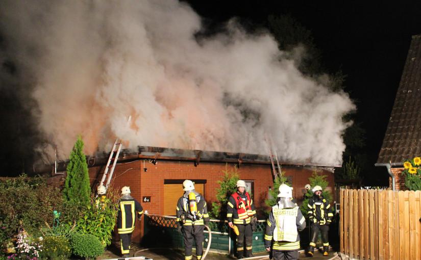 30.09.2015 – Wohnungsbrand fordert über achtzig Einsatzkräfte
