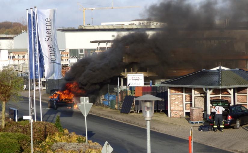 21.11.2015 – Pkw brennt neben einem Baustoffhandel