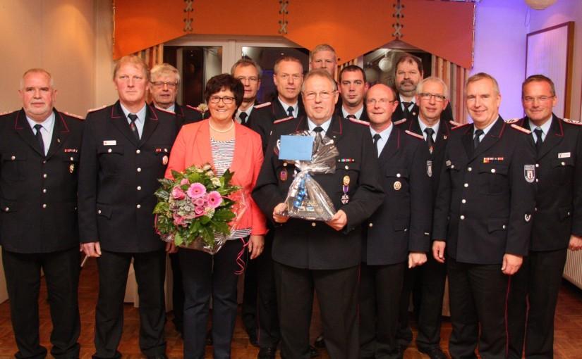 16.10.2015 – Nach langjährigen aktiven Feuerwehrdienst verabschiedet