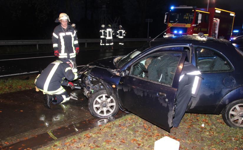 28.11.2015 – Einsatzkräfte befreiten Fahrzeugführer aus Pkw