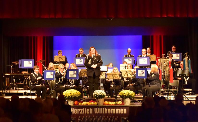 18.10.2015 – Feuerwehr Spielmannszug Cloppenburg begeistert sein Publikum