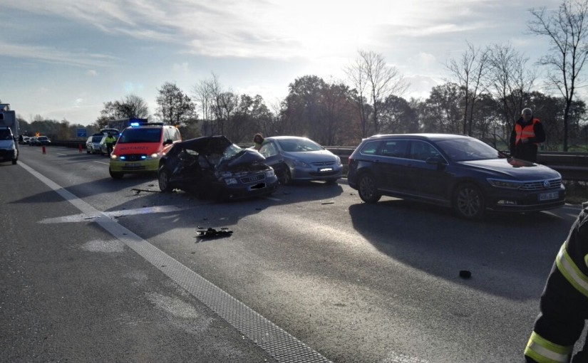 12.11.2015 – Schwerer Verkehrsunfall auf der A 28 endet tödlich