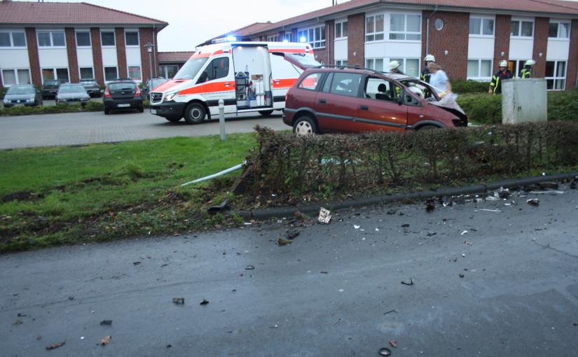 29.11.2015 – Beim Zusammenstoß zweier Pkw kam für Fahrzeugführer jede Hilfe zu spät