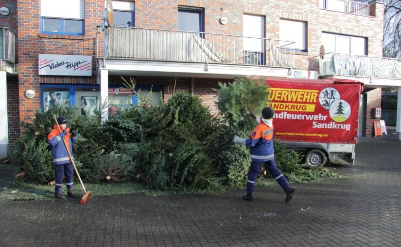 09.01.2016 – Jugendfeuerwehr Sandkrug sammelt Weihnachtsbäume ein