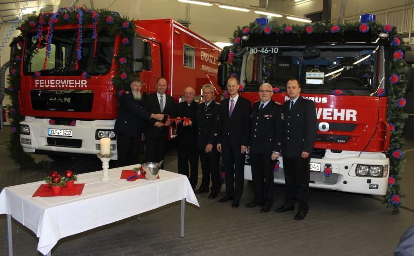04.12.2015 – Zwei neue Einsatzfahrzeuge für die Kreisfeuerwehr übergeben