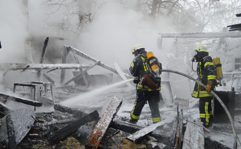 21.01.2016 – Großer Holzschuppen brennt komplett nieder