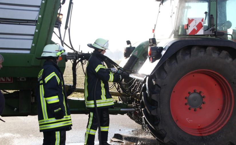 14.03.2016 – Kabelbaum am Traktor fängt während der Fahrt Feuer