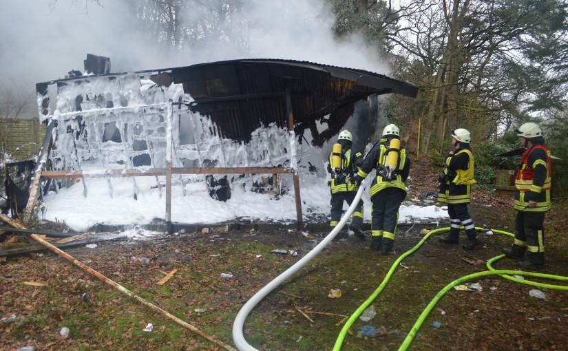 25.03.2016 – Im Sandkruger Ortskern brennt großer Holzschuppen nieder
