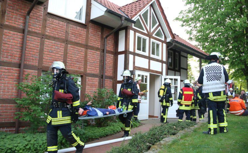 """10.05.2016 – Atemschutzübung der Feuerwehr Kirchseelte im """"Drei-Mädel-Haus"""""""