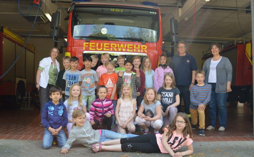 10.05.2016 – Schulklasse besucht Feuerwehr