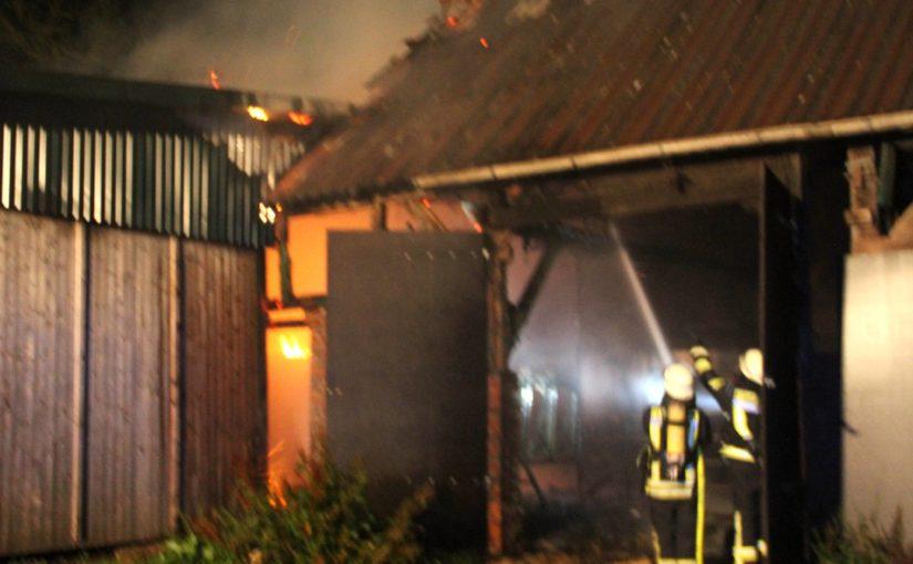 08.08.2016 – Stallgebäude in der Feldstraße steht in Flammen