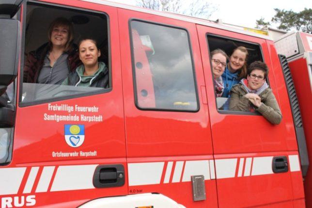 Die Betreuerinnen der zukünftigen Kinderfeuerwehr von links: Stefanie Straßburg, Stephanie Windhusen, Kristina Sander, Astrid Kasch und Julia Lattuch.