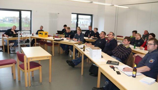 Das Lagerteam des Kreiszeltlagers traf sich in der FTZ um auf den aktuellsten Stand der Planung gehalten zu werden / Bild: Christian Bahrs