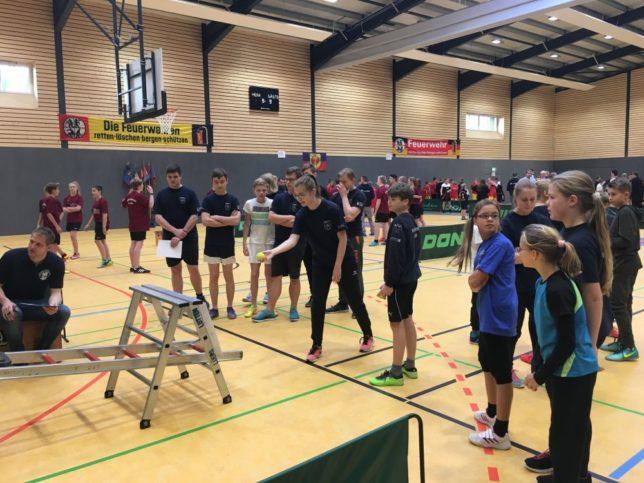 In insgesamt neun Spielen lieferten sich die Jugendlichen einen spannenden Wettkampf / Bild: Lindemann