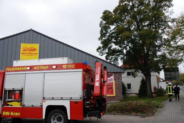 182-2-59-foto-dsc_-foto-86_umstuezender-baum-reisst-gasleitung-hoch_meinardus-wilkens